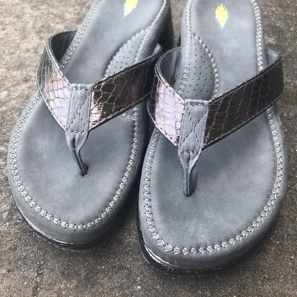 Volatile Flip Flops- Size 8